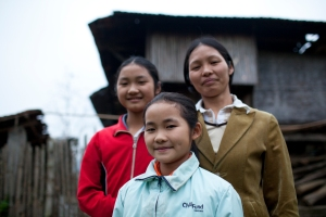 Vietnamese girls and mother